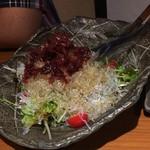 酒と飯スタンドゆうじ - プチプチ食感が良い海藻サラダ