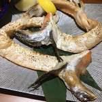 酒と飯スタンドゆうじ - 脂が乗った鮭のカマ焼き♪