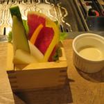 焼肉×塩ホルモン じん - お通しが鎌倉野菜のバーニャカウダ