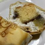 太田屋菓子店 - 無情にもカット!スポンジ、栗、餡、ホイップクリームをクレープで包んでいます!!