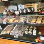 太田屋菓子店 - 「クレープケーキ」は種類がいっぱい〜♫