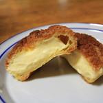 櫻園 - 豆乳シュークリームの断面