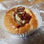 サンクス洋菓子店 - 「唐揚げパン (160円)」