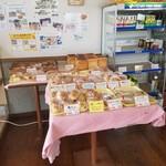 サンクス洋菓子店 - 惣菜パンがたくさん
