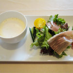 レストランHIRO - オリジナルハンバーグフォワグラ添え(1300円)セットスープとサラダ