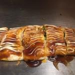 広島お好み焼き 海 - 綺麗な豚平焼きです 豚バラの脂がじっくり出ていて美味しく仕上がってます さすが広島県人!