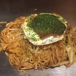広島お好み焼き 海 - 鬼門の焼そば(笑) まさか茹で麺になっているとは思いませんでした もちろん不味くはないんですが好みではありませんでした 残念