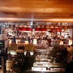 RIGOLETTO BAR AND GRILL - 広くて開放感ある店内
