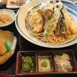 日和 - おろし天ぷら蕎麦。いなり寿司付。1000円。