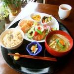 米の子 - 芸術点も満点のヴィーガン定食。