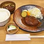 93257354 - ハンバーグ定食(ハンバーグ、サラダ、ご飯、お味噌汁、漬物)(950円)