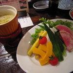 湘南の魚とワインの店 ヒラツカ - 旬野菜のバーニャカウダー。平塚の契約農場から。