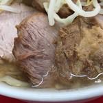 ラーメン二郎 - 豚