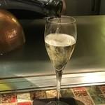 Griddle Kitchen MAI - スパークリングワイン