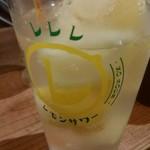 フレンチおでんとガブ飲みワイン ビストロバンバン - まるごとレモンサワー390円