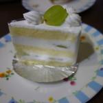 ラ・プレシューズ - シャインマスカットのショートケーキ