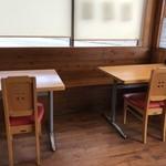 ひできよラーメン - 入って右側はテーブル席です(2018.9.24)