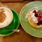 kawara CAFE&KITCHEN - 週替りわりkawara和定食(豚キムチ)Aセット¥1580(外税)の パンケーキミニ(ベリーソース)と単品のチャイ