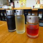 らーめん 大雅 - 醤油、酢、ラー油