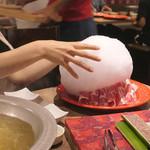 しゃぶしゃぶ 焼肉食べ放題 めり乃 - 料理写真:綿あめ溶かす瞬間1