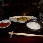 六本木モンシェルトントン - 新さんまと銀杏の鉄板焼、魚沼産コシヒカリの白いご飯です。