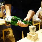 博多炉端 炉邸 - 生ビールとスパークリングワイン込の2,000円の飲み放題プラン。