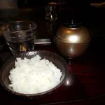 六本木モンシェルトントン - 魚沼産コシヒカリの白いご飯とお味噌汁です。