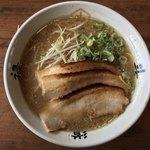 らーめん 斗道禄 - 料理写真:ラーメン醤油寄り    750円