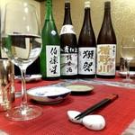 お料理 御厨 - 落ち着いて日本酒と季節の一品料理を食べられる。