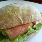 リリライン - サーモンサンドイッチ