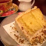 セキ珈琲館 - 黒糖を使ったシフォンケーキ