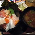 まるさ水産 - 海鮮丼1050円