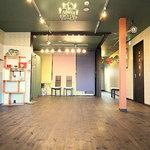 cafe HOM+ - 3Fはスクールやパーティーに最適な広々スペースです!