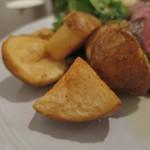 炭火焼赤身肉とクラフトビール ヴァベーネ - キタアカリのフライドポテト(付け合わせ)