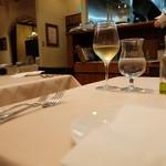 ジリオ - グラスワインの白(680円)