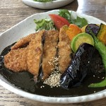 PAO - 大和野菜とトンカツのカレー