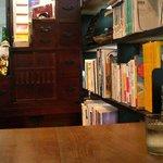 そば屋まさ木 - 本がたくさんあります
