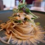 93310456 - 有機栽培のスパゲティ蟹とホワイトセロリ、からすみ