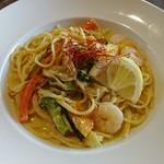 93315196 - 海老と旬野菜のグリーンカレークリーム