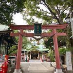 炭火焼鳥 どげん - お店近くの須賀神社様の横の階段です
