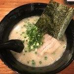 博多とんこつラーメン しろひげ - 料理写真: