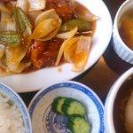 中国料理 珍満 - 平日限定のBランチ:鶏肉の揚げ物甘酢ソース(840円)