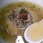 """大澤麺工房 一葵 - 梅とジャコの炙りご飯""""(200円) 残しておいたスープの中に、ご飯・ジャコ・梅を投入♪これがまた合うんだな~♪"""