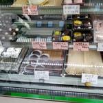 松楽菓子司 - ショーケースには他にも色々