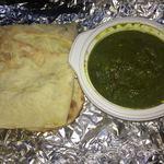 Indian Restaurant Mira - 料理写真:サグチキン&ナン