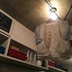 ペタンク - オシャレな店内。可愛い洋服が吊られています。