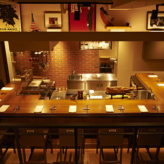 ♦目の前で料理が作られるライブ感溢れる人気のカウンター席♦