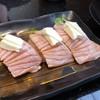 長次郎   - 料理写真:炙りサーモンチーズ
