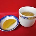 のり一 - お茶 & 漬物(タクアン)