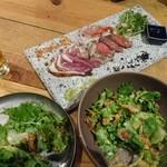 93330685 - チャージ代400でサラダ食べ放題付き                       肉3種類のタタキ980